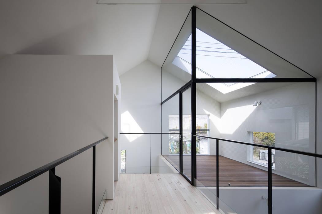 2階: 川添純一郎建築設計事務所が手掛けた病院です。