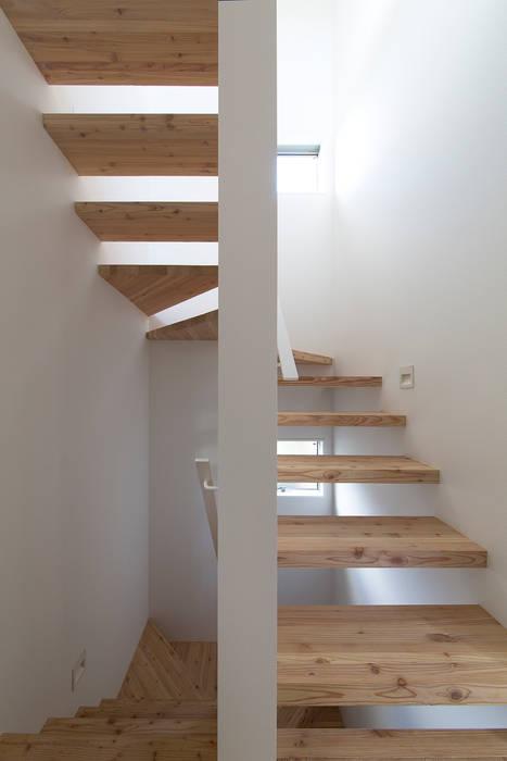 都市型アウトドアハウス: ラブデザインホームズ/LOVE DESIGN HOMESが手掛けた階段です。