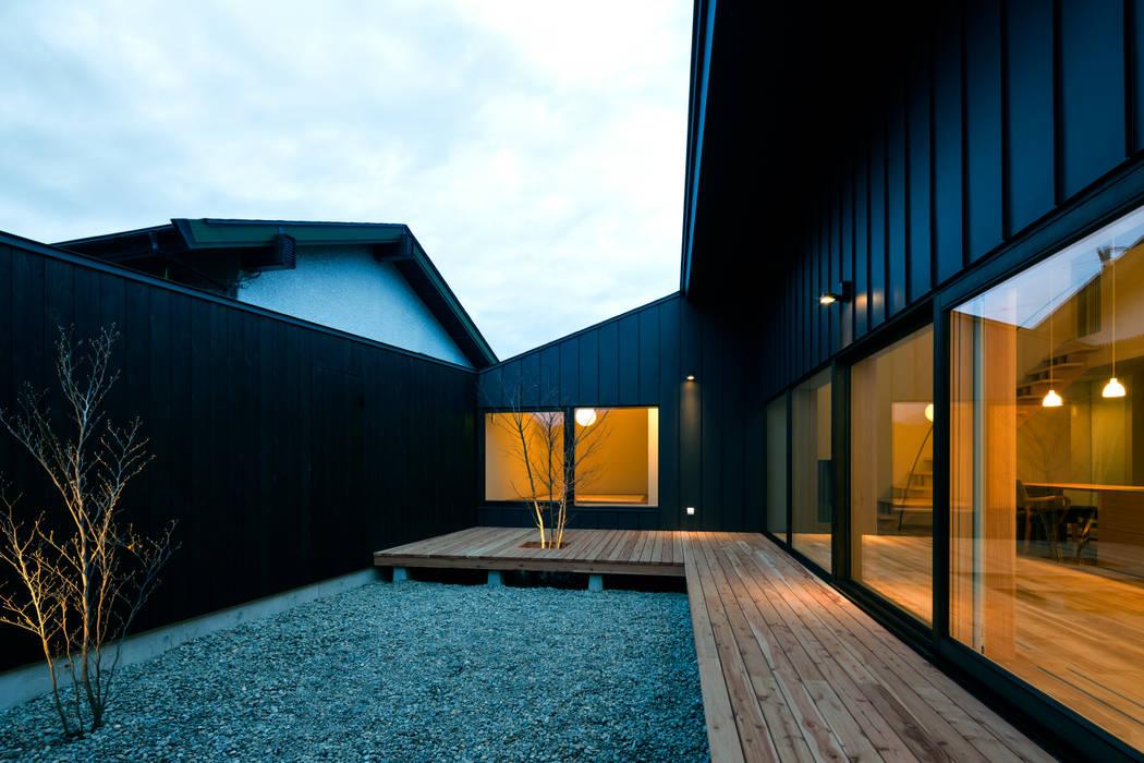Patios & Decks by 有限会社TAO建築設計,