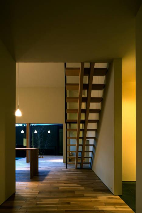 Corridor & hallway by 有限会社TAO建築設計,