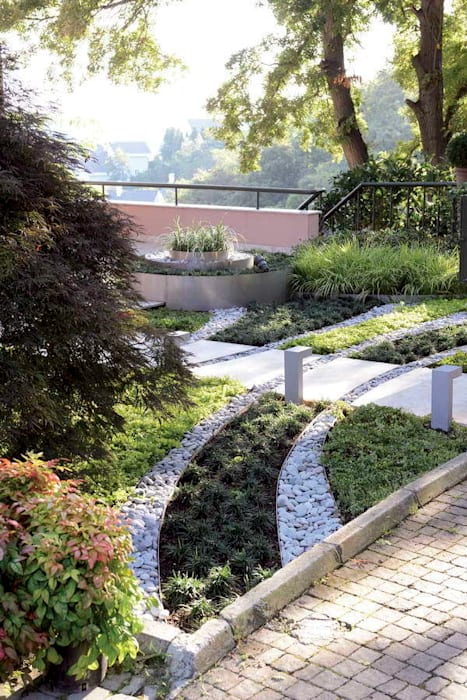 Jardines de estilo moderno de HANDE KOKSAL INTERIORS Moderno