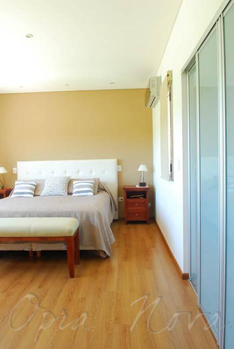 Dormitorio Dormitorios modernos: Ideas, imágenes y decoración de Opra Nova - Arquitectos - Buenos Aires - Zona Oeste Moderno
