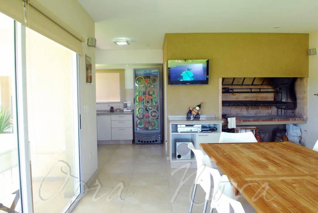 Comedor Comedores modernos de Opra Nova - Arquitectos - Buenos Aires - Zona Oeste Moderno
