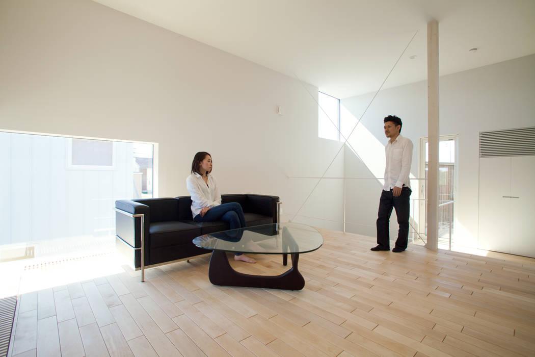 リビング モダンデザインの リビング の 一級建築士事務所 Atelier Casa モダン