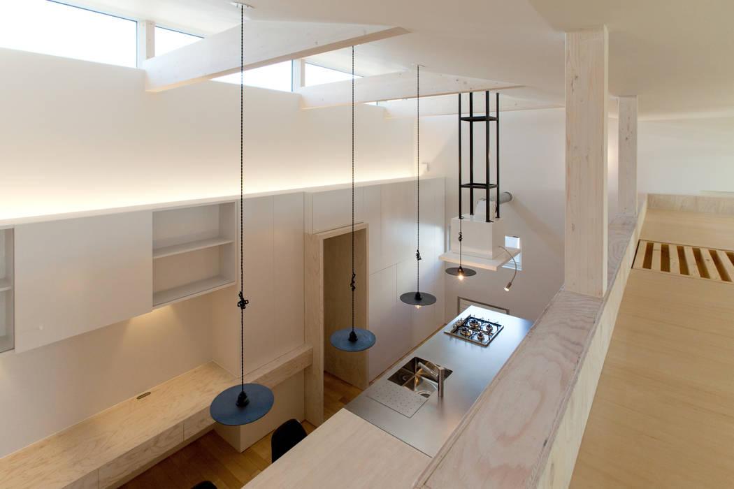 ロフト空間: 一級建築士事務所 Atelier Casaが手掛けた和室です。