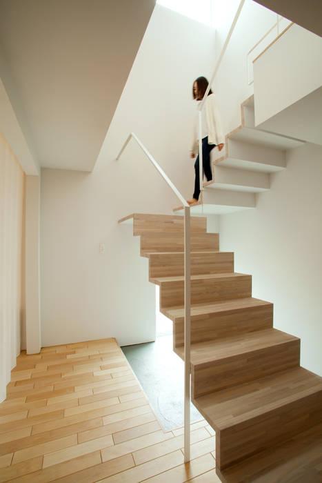一級建築士事務所 Atelier Casa Modern Corridor, Hallway and Staircase