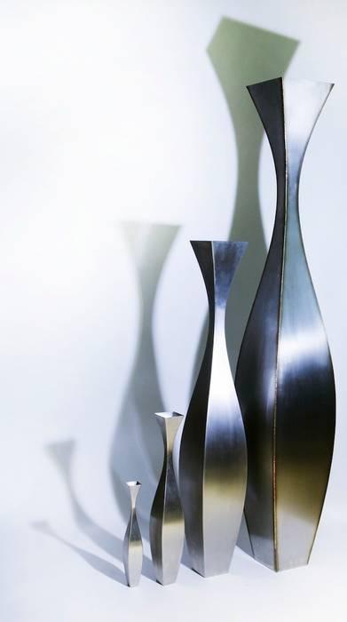 Vases INOXY Ligne N° 1: Maison de style  par De-Design