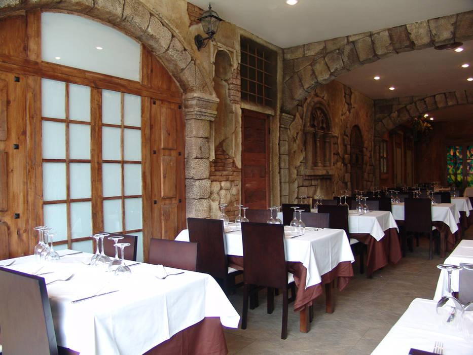 Restaurante La Piazza: Locales gastronómicos de estilo  de Overstone
