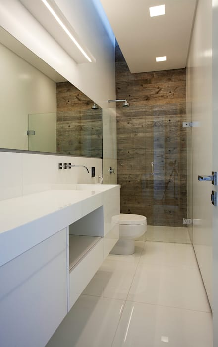 Ванные комнаты в . Автор – Marcos Bertoldi, Модерн