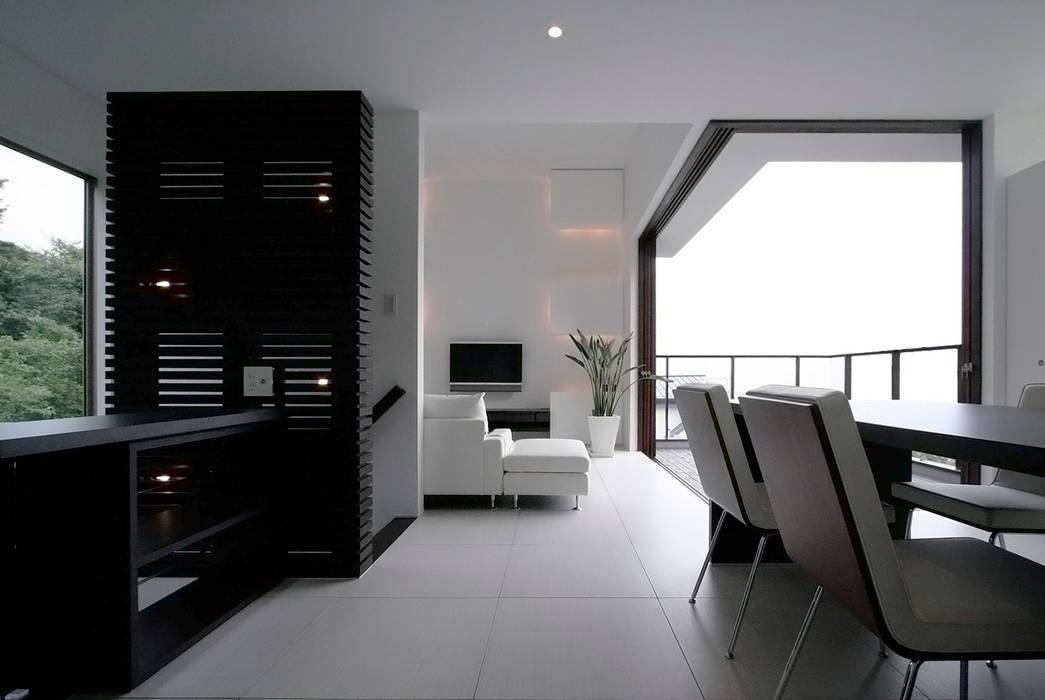 眺望と森をリビングで感じる家 オリジナルデザインの リビング の ラブデザインホームズ/LOVE DESIGN HOMES オリジナル