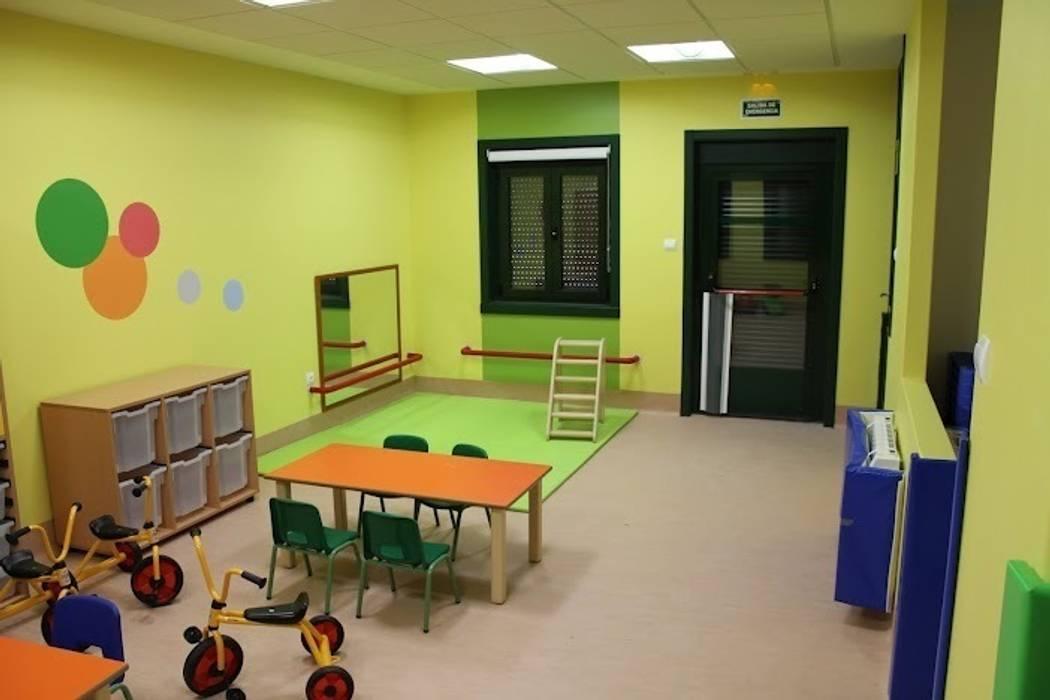 Sala de psicomotricidad Escuelas de estilo moderno de Arquitectos Fin Moderno