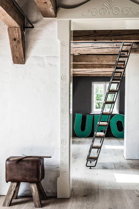 Pasillos y recibidores de estilo  por BUERO PHILIPP MOELLER , Clásico