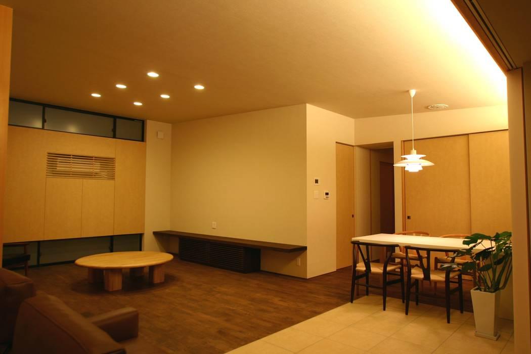 Ausgefallene Wohnzimmer von 新明設計 Ausgefallen
