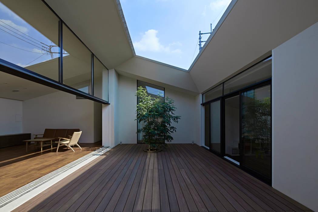 บ้านและที่อยู่อาศัย โดย 石井秀樹建築設計事務所, โมเดิร์น