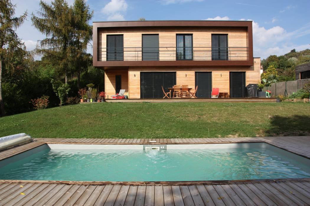 La façade sud et la piscine Maisons modernes par Atelier d'Architecture Marc Lafagne, architecte dplg Moderne