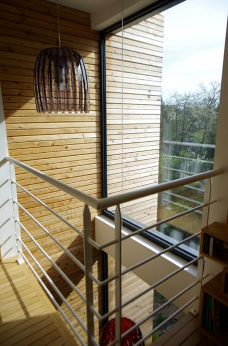 Palier de la chambre au deuxième étage: Maisons de style de style Moderne par Atelier d'Architecture Marc Lafagne,  architecte dplg
