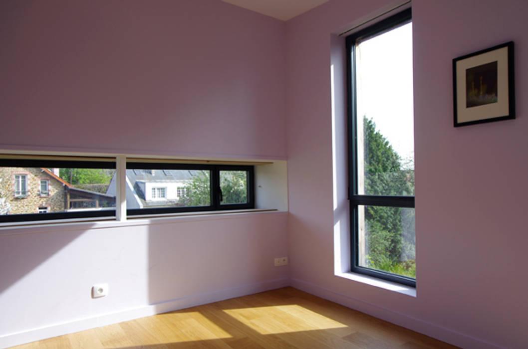 La chambre créée Maisons modernes par Atelier d'Architecture Marc Lafagne, architecte dplg Moderne