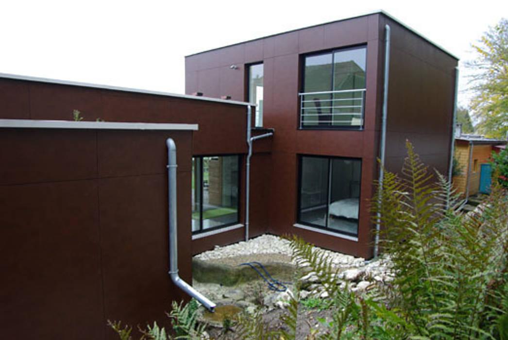 Le patio de la cuisine Maisons modernes par Atelier d'Architecture Marc Lafagne, architecte dplg Moderne