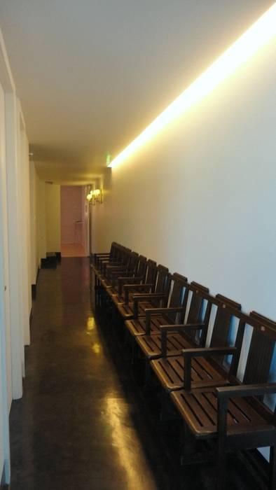 Academia de Bailado Clássico: Escolas  por GAAPE - ARQUITECTURA, PLANEAMENTO E ENGENHARIA, LDA