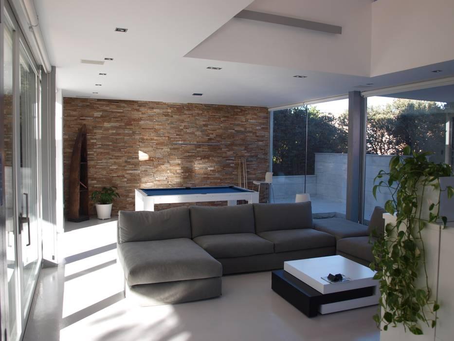 Modern home by ABR ARQUITECTOS Modern
