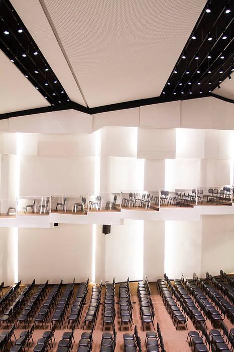 Trapézio Paredes e pisos modernos por FCM Arquitetura Moderno