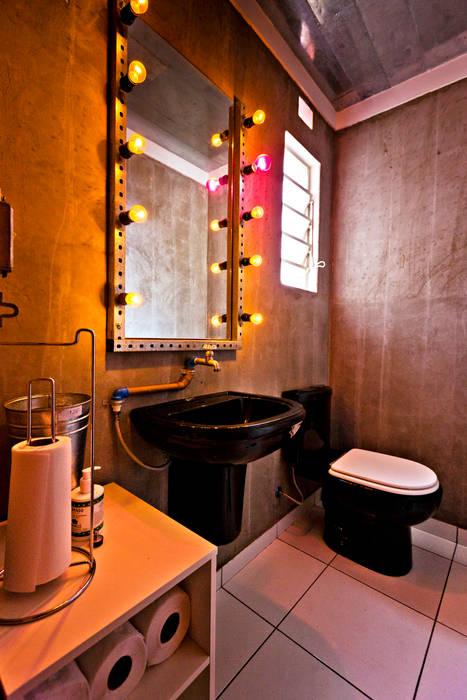 Banheiros Espaços gastronômicos industriais por Enzo Sobocinski Arquitetura & Interiores Industrial