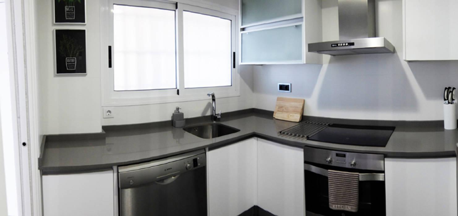 Modern kitchen by PEANUT DESIGN STUDIO Modern