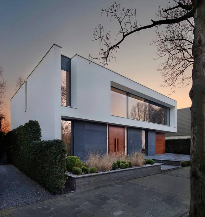 voorgevel:  Huizen door VAN ROOIJEN ARCHITECTEN, Modern Leisteen