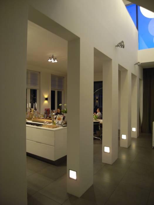Vide en keuken:  Gang en hal door TenBrasWestinga ARCHITECTUUR / INTERIEUR en STEDENBOUW