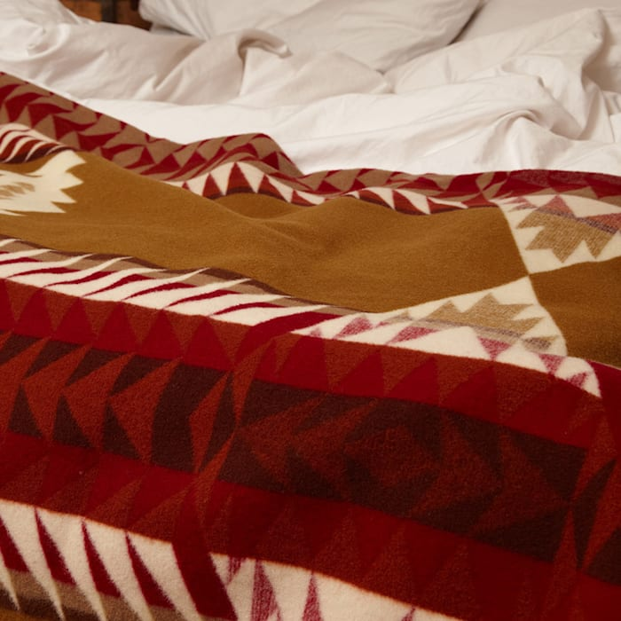Pendleton banded arrow blanket: rustic  by Fate London, Rustic