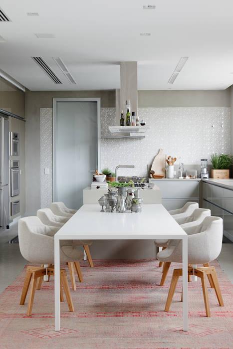 Apartamento da Colecionadora Cozinhas minimalistas por homify Minimalista