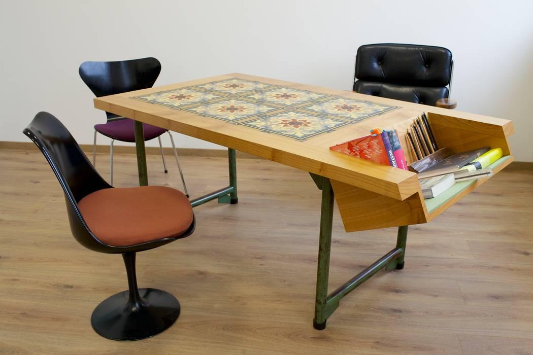 Bodennah - Besprechungstisch mit Zementbodenfliesen Colourform ArbeitszimmerSchreibtische
