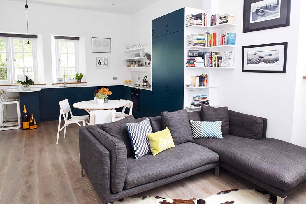 bright & airy flat : hoxton Salones de estilo moderno de Cassidy Hughes Interior Design Moderno