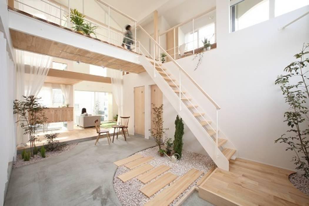 Kofunaki House: ALTS DESIGN OFFICEが手掛けた廊下 & 玄関です。,オリジナル
