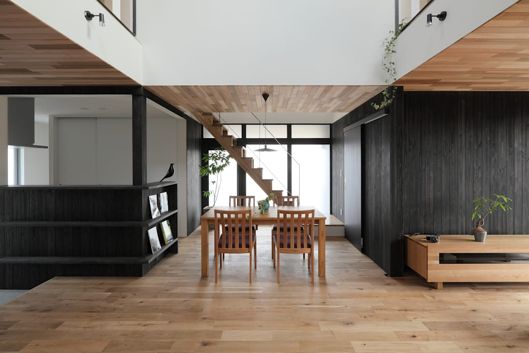 Suehiro House ALTS DESIGN OFFICE モダンデザインの リビング