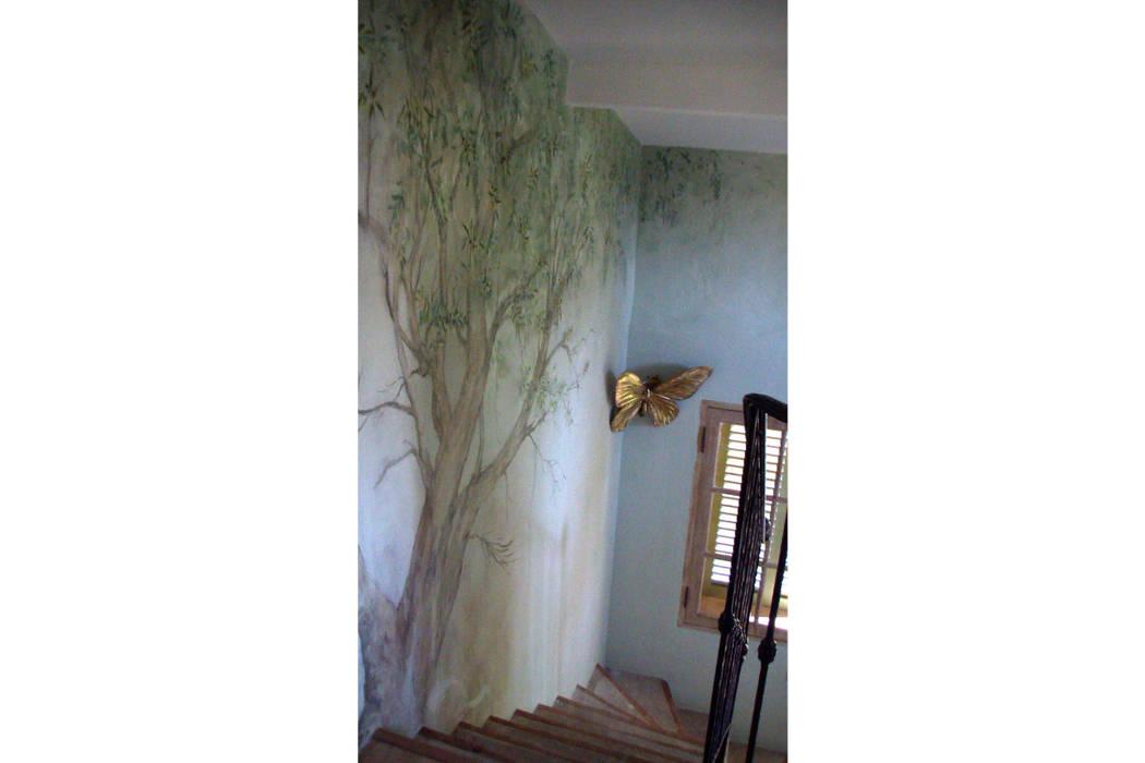 Vieil olivier: Chambre de style de style eclectique par Zuritagordian