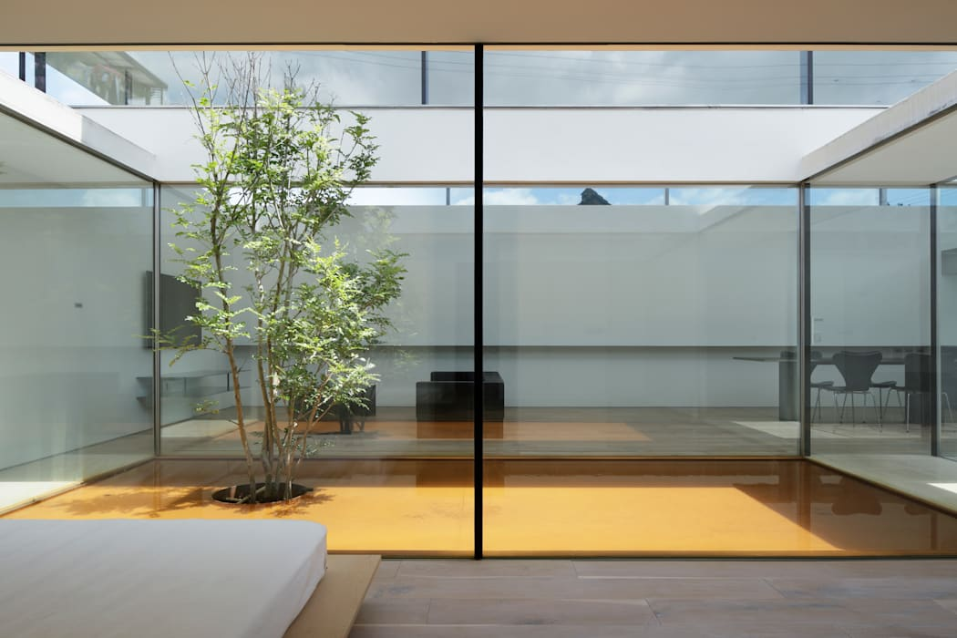 太陽の動きとともにある寝室 ミニマルスタイルの 寝室 の TNdesign一級建築士事務所 ミニマル
