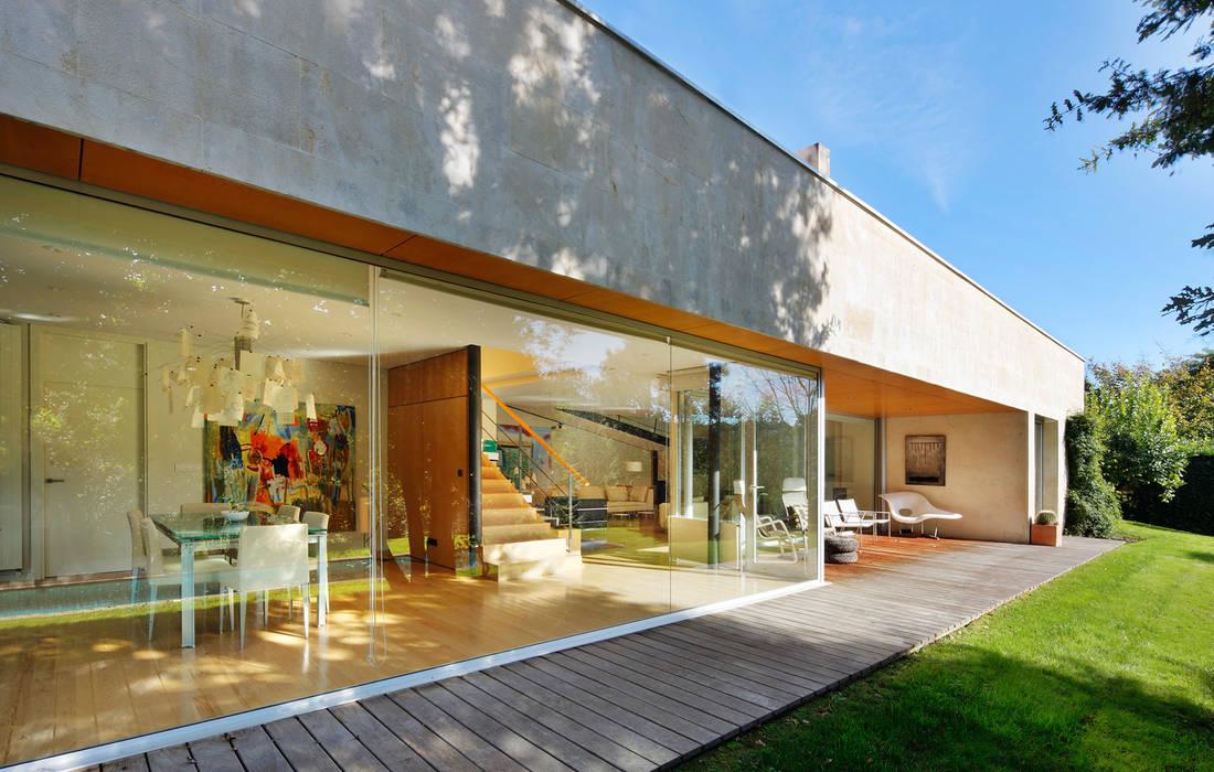 Casa en Mungia Balcones y terrazas de estilo moderno de Hoz Fontan Arquitectos Moderno