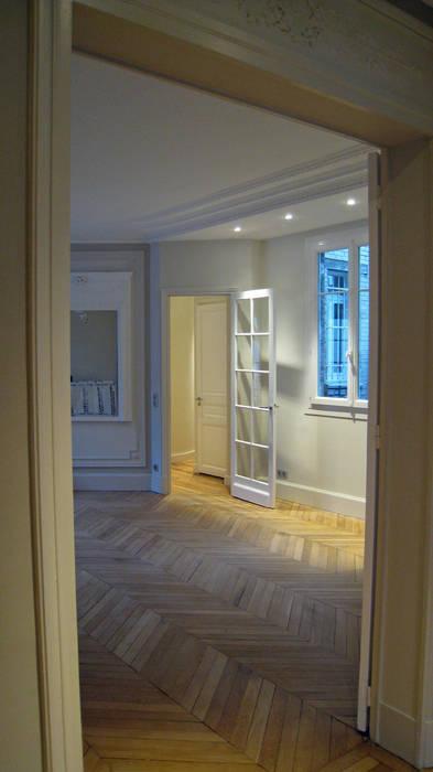 De l'entrée vers la salle à manger : Salon de style  par Philippe Ponceblanc Architecte d'intérieur