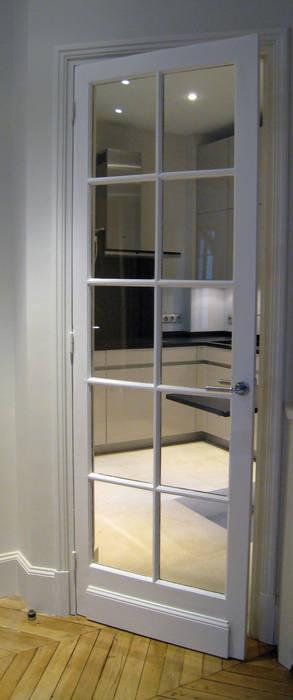 De la salle à manger à la cuisine : Salon de style  par Philippe Ponceblanc Architecte d'intérieur