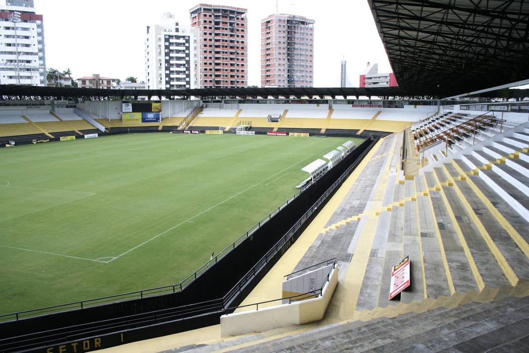 Vista parcial interna do Estádio Fitness por Douglas Piccolo Arquitetura e Planejamento Visual LTDA.
