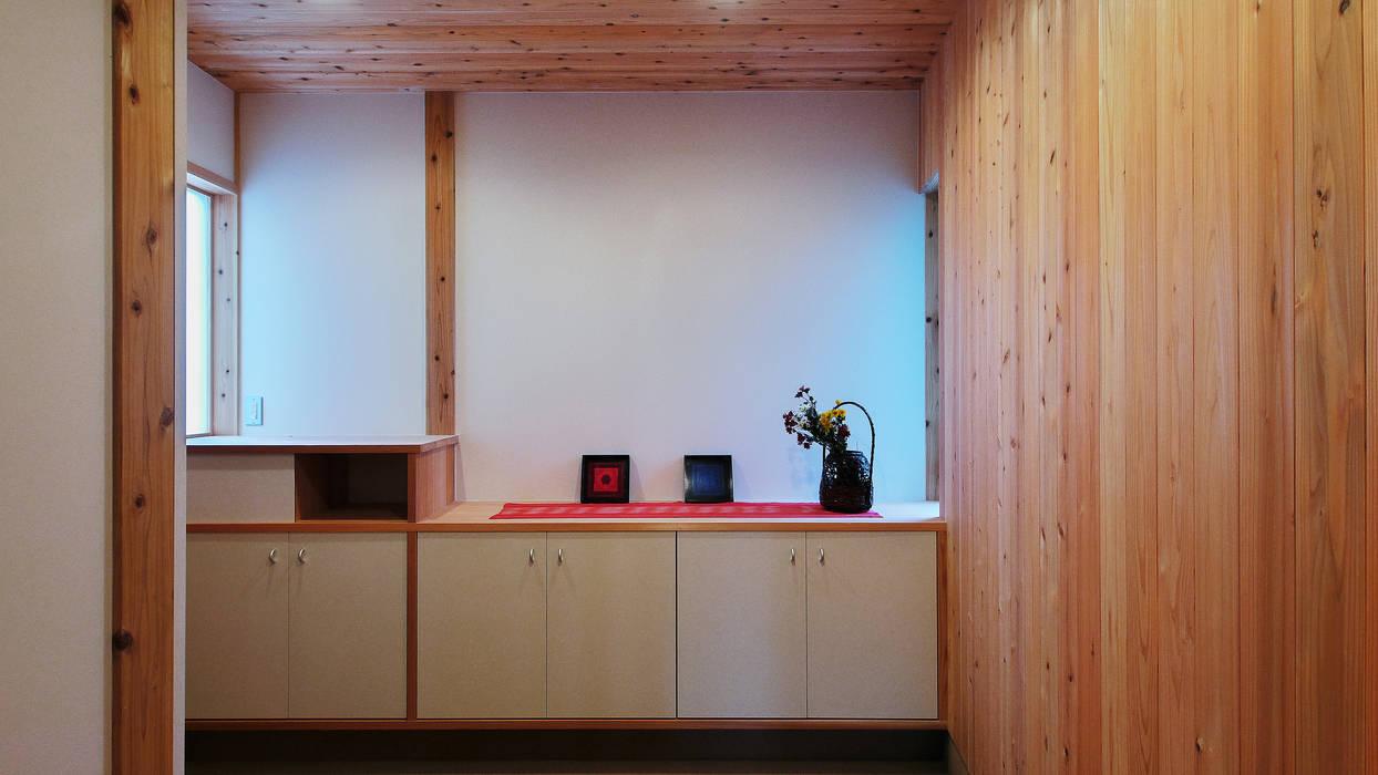 多角形の家 POLYGONAL HOUSE TOYAMA,JAPAN 水野建築研究所 オリジナルスタイルの 玄関&廊下&階段