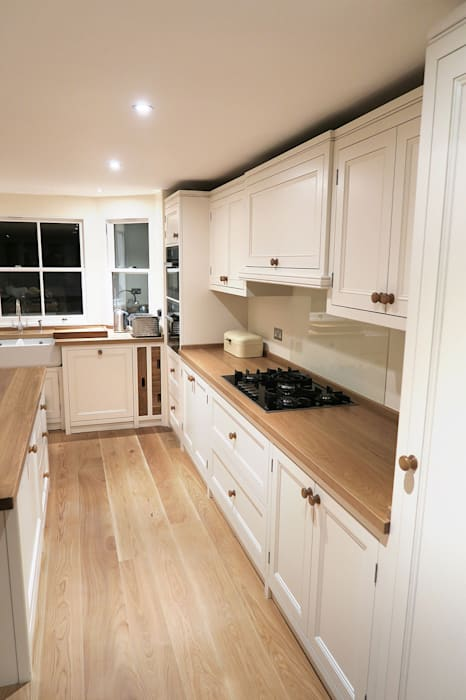 Elegant finishing touches Classic style houses by NAKED Kitchens Classic