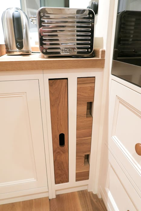 Innovative Kitchen Storage Solutions: classic Kitchen by NAKED Kitchens