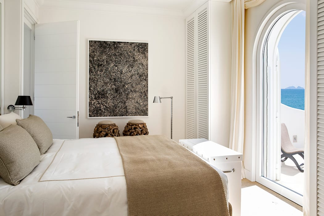 Sabaudia sul mare: camera da letto in stile in stile moderno di ...
