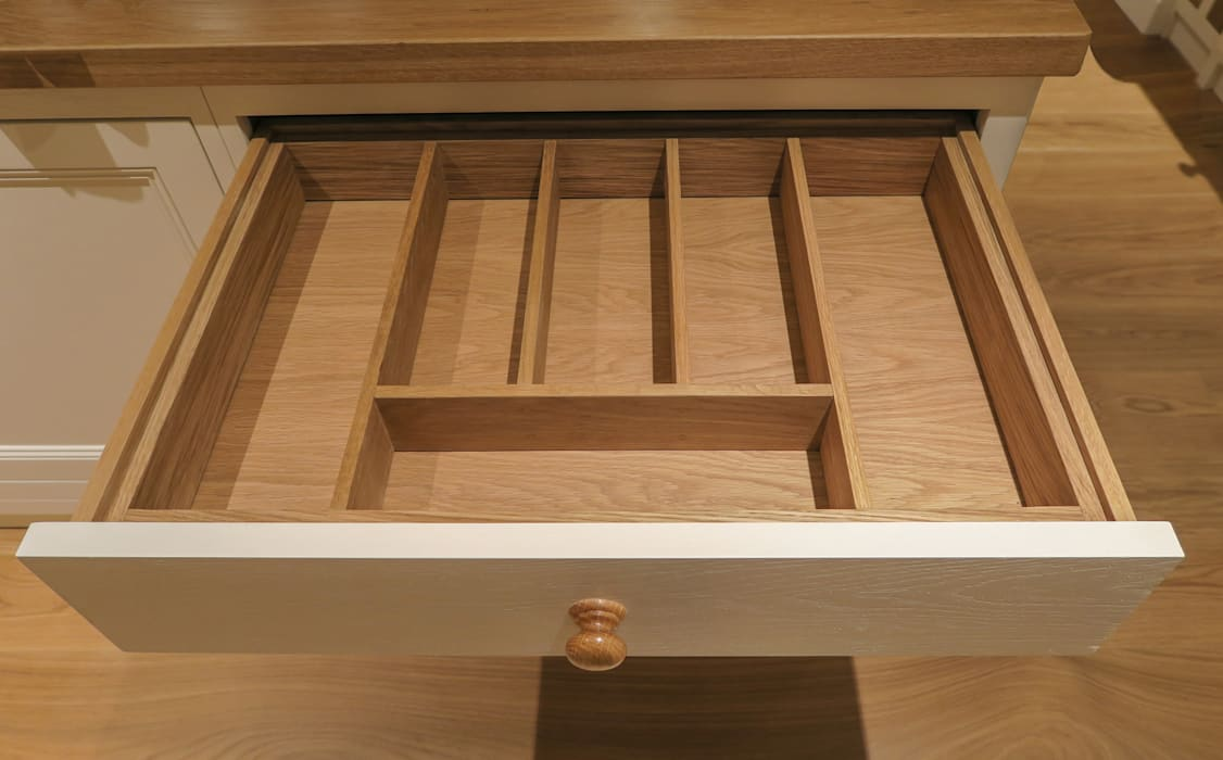 Bespoke Cutlery Drawer Insert: classic  by NAKED Kitchens, Classic