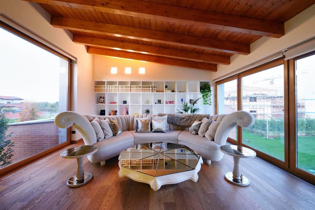 Living room: Soggiorno in stile  di Matteo Gattoni - Architetto