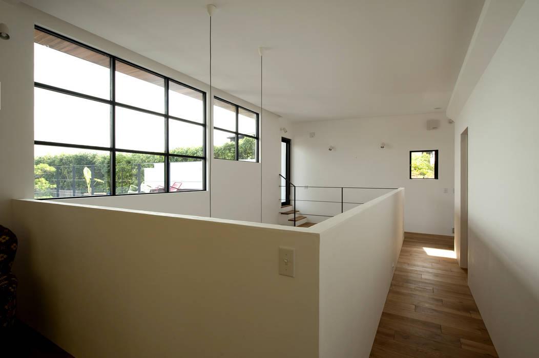 House with the bath of bird Sakurayama-Architect-Design モダンスタイルの 玄関&廊下&階段