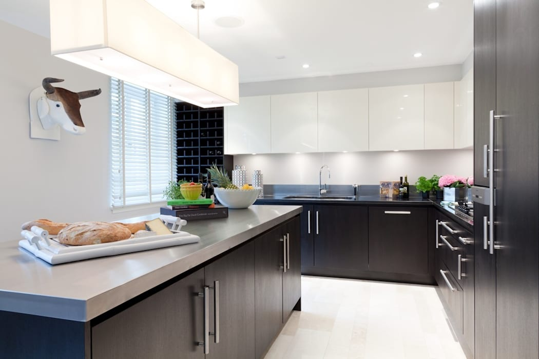 Kitchen: classic  by Taylor Howes Design, Classic