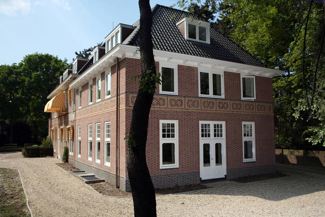 Office buildings by Linea architecten,